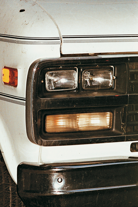 http://brianjamesphotography.net/files/gimgs/24_chevy-van-lights.jpg